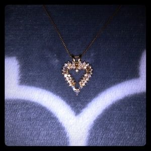 Jewelry - Gorgeous, heart shaped diamond necklace